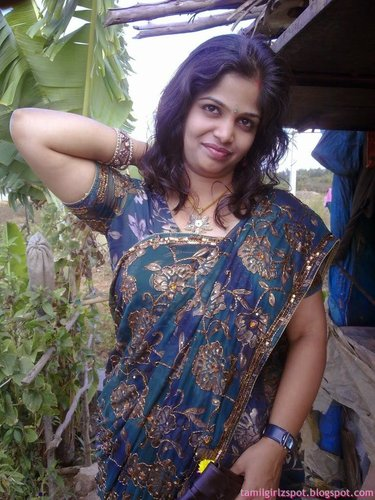 sexy aunty romance and enjoy black saree at home   nudesibhabhi.com
