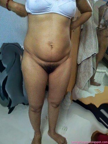 Hot indian bhabhi fuk her servent