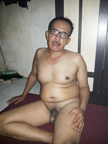 foto bapak indo lokal sedang pamer kontol oh my daddy