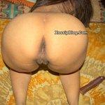 Pakistani Karachi Wife Hina Khan Showing Her Ass and Pussy