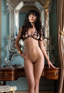 p7n714qpmbkp t Zooey Deschanel Nude Shows her Sexy Boobs