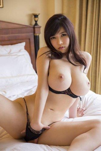 сисястые японские девушки фото