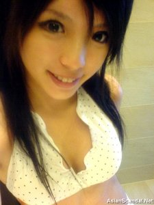 Super Cute Chinese young schoolgirl's lovely naked body